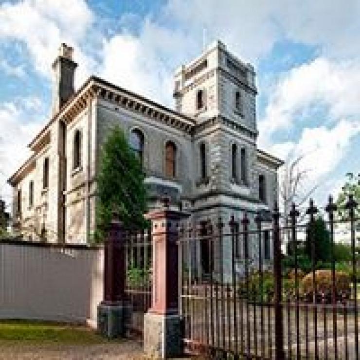 Villa Alba, Kew