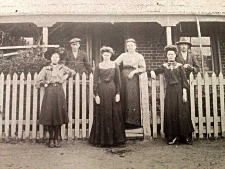 Hutchins family at 93 McConochie Street Coleraine c 1901