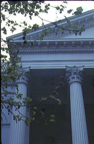 baptist church melb exterior columns