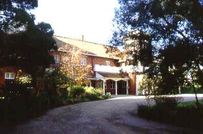 bishopscourt east melb front redbrick sw jun1999