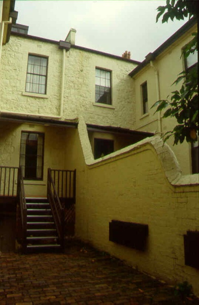 clarendon terrace rear dividing wall sw apr1999