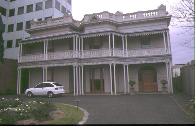 1 elizabeth house wellington prd east melb front view