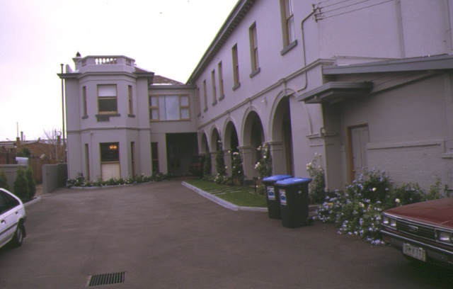 elizabeth house wellington prd east melb side view drive