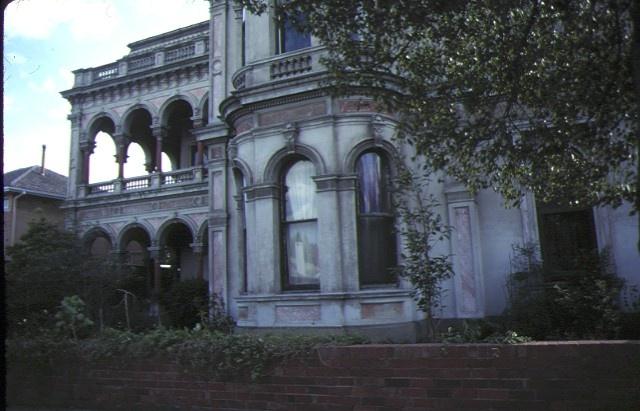 labassa caufield front view