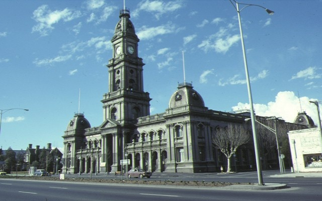 1 collingwood town hall front view jul1983