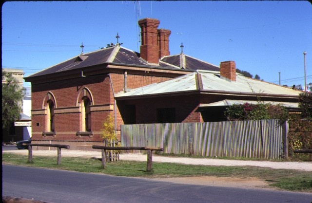 former customs house echuca side view