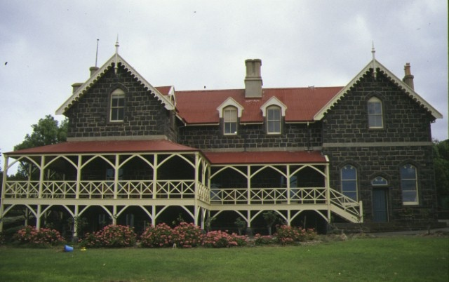 1 elcho homestead lara front view