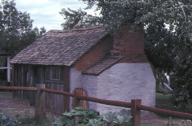 kout norien estate harrow olf hut side view apr82