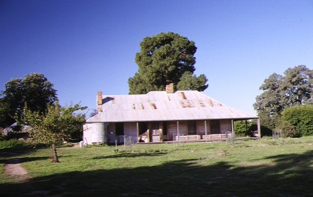 1 coonange homestead bearii mywee rd strathmerton front view apr1989