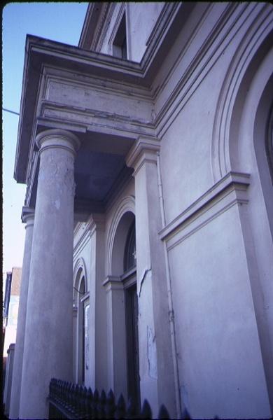 former es&a bank clunes front columns
