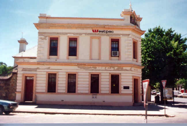 former bank of nsw beechworth front view 1995