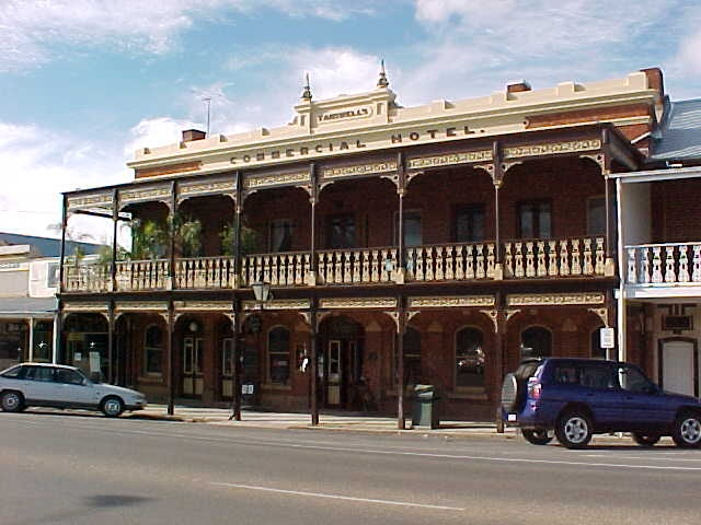 1 tanswells commercial hotel ford street beechworth
