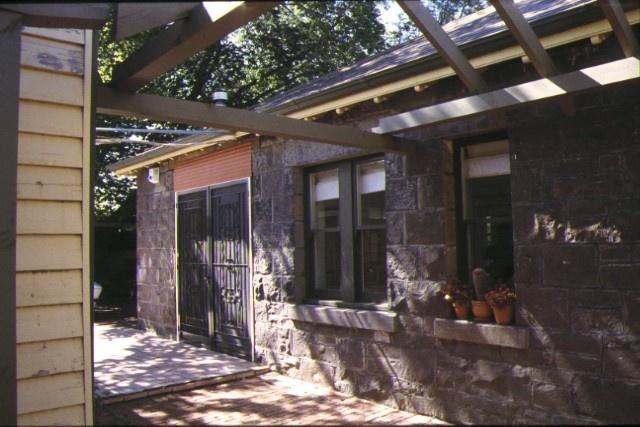 glencairn craigrosse ave coburg courtyard jan1998