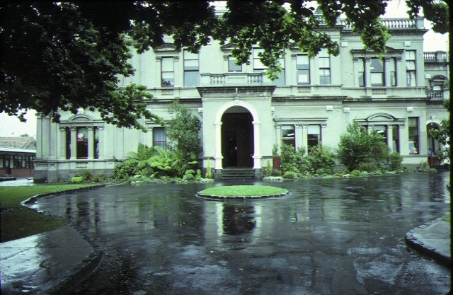 malvern house willoby ave glen iris entrance detail nov1985