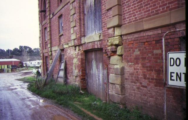 flour mill barker street castlemaine brickwork detail