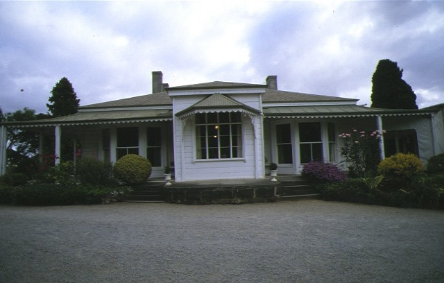 1 the heights 140 aphrasia street geelong front view homestead apr1997
