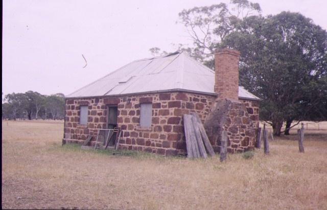 fulham balmoral horsham rd kanagullk overseer's cottage nov1994