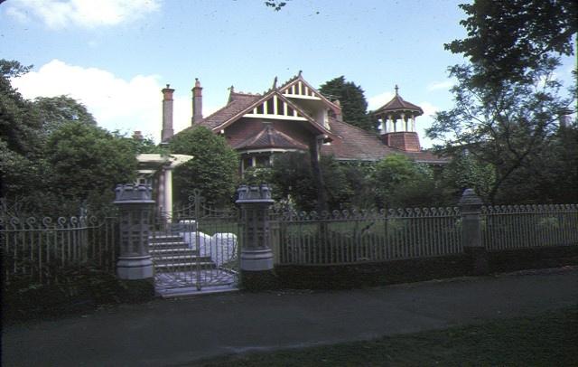 1 auld reekie royal parade parkville front view of property dec1978