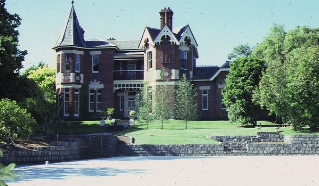 1 rotha 29 harcourt street hawthorn front view sep1981