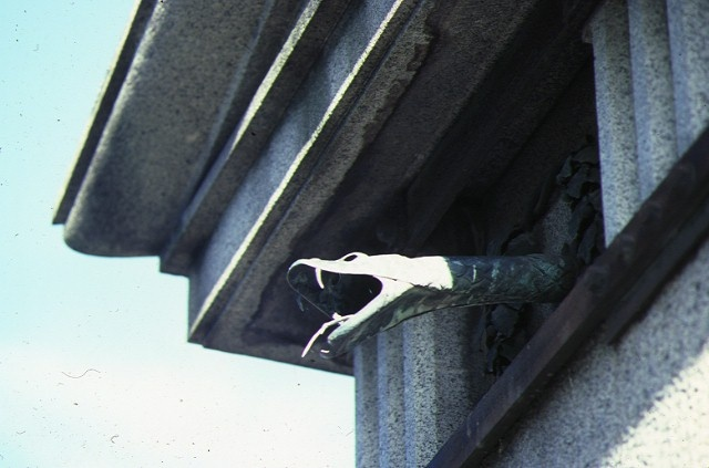 springthorpe memorial kew snake head drain