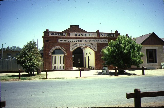 1 shackells bond store echuca front view feb1983
