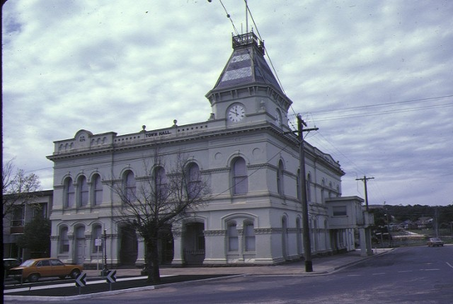 1 creswick town hall & offices front view town hall oct1982