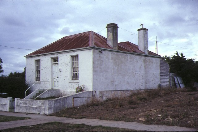 1 cottage koroit street warrnambool side view