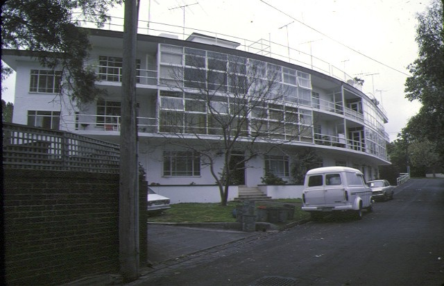 1 caringal flats tahara road toorak front view curved windows oct1978