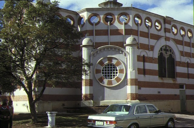 1 methodist church cnr deakin avenue & tenth street mildura side view