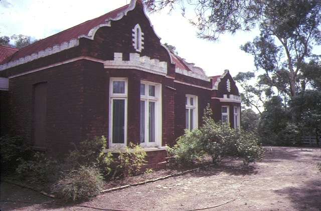 1 residence farnsworth street castlemaine front view may1984