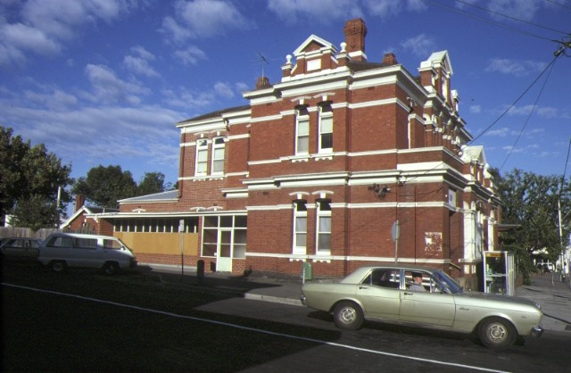 former elsternwick post office side view