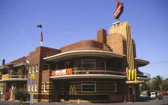 1 former united kingdom hotel queens parade clifton hill front view 1993