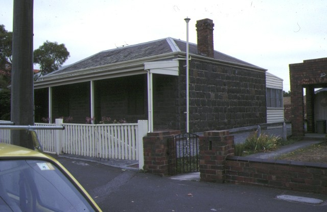 cottage bell street coburg side view