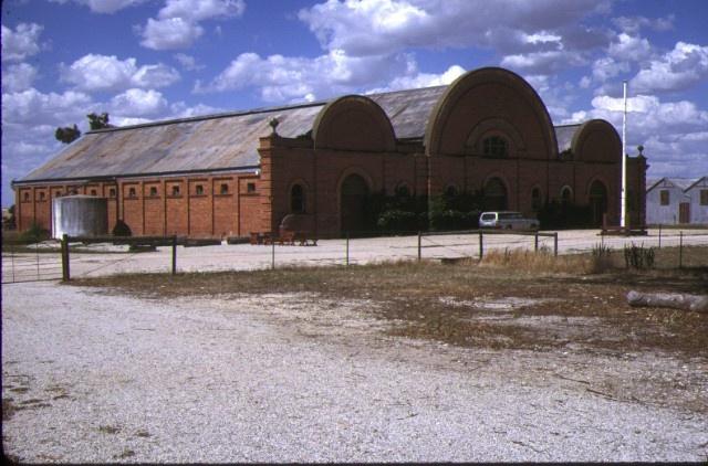 1 fairfield murray hwy browns plains wine cellars dec1987