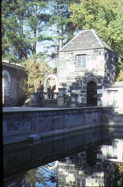 montsalvat hillcrest avenue eltham pool