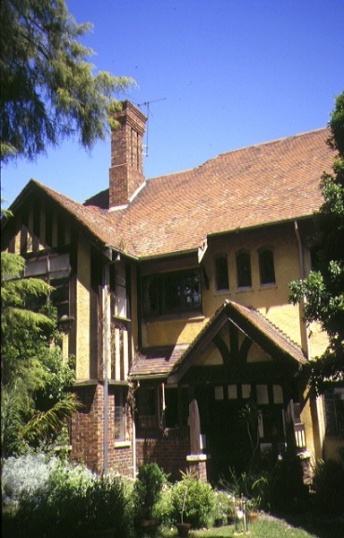 1 hartpury court complex milton street elwood front view nov1998