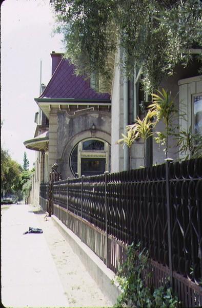 coolock house bendigo detail of front entrance & iron fence oct1988