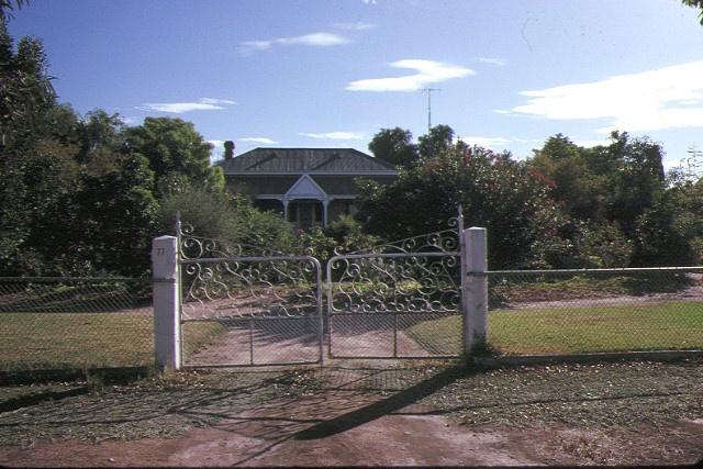 hopetoun house evelyn crescent hopetoun front gates apr1989