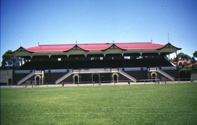 1 queen elizabeth grandstand bendigo front view