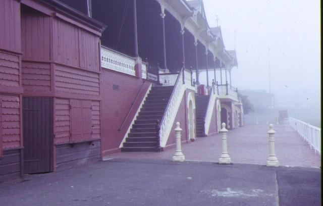 queen elizabeth oval grandstand bendigo front stairs