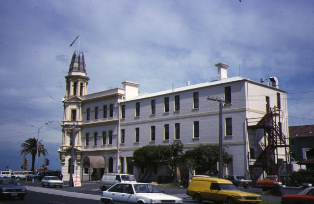 hotel victoria beaconsfield parade albert park side view