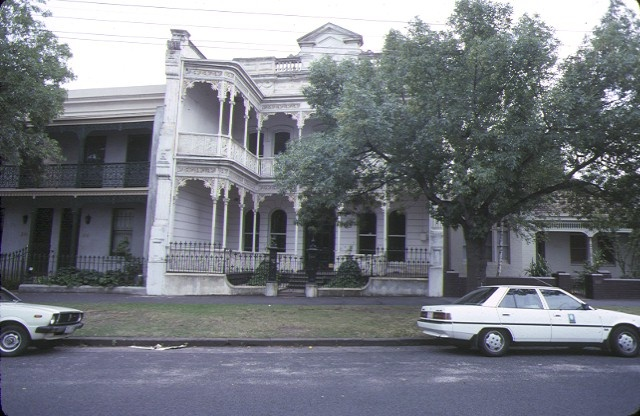1 dalkeith 314 albert)street south melbourne front view jan1989