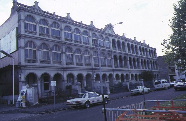 1 drummond terrace drummond street carlton front view of row may1985
