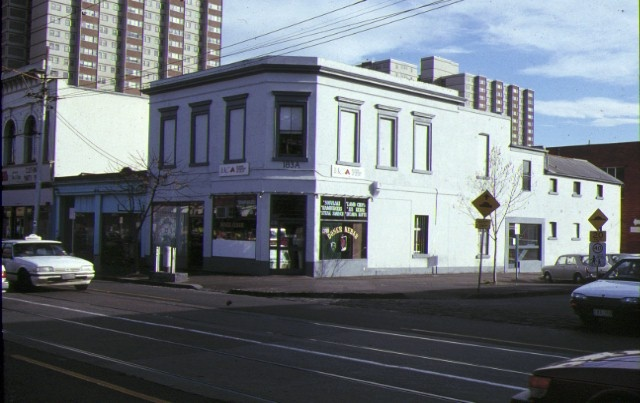 1 181 183 gertrude street fitzroy front corner view aug1990