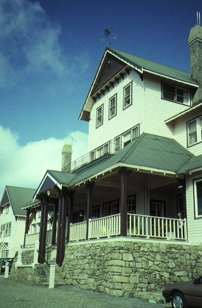 mount buffalo chalet front view