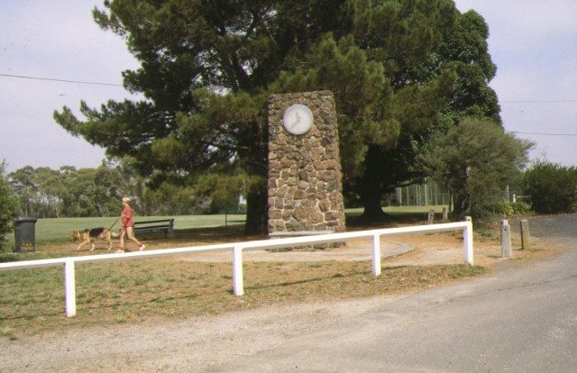 wattle park riversdale road surrey hills memorial clock and tree from lone pine