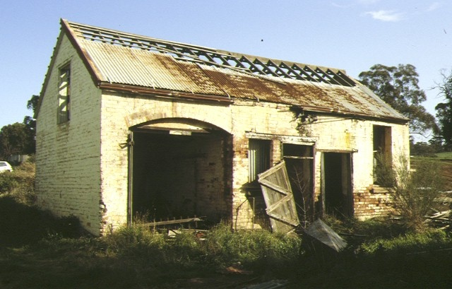 former leaky's residence millers road bacchus marsh stables aug1992