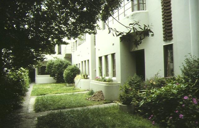 windermere flats broadway elwood side view & garden nov1992