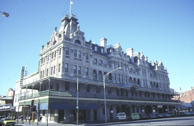 1 shamrock hotel bendigo front elevation jul1984