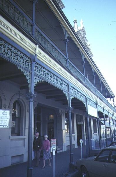 shamrock hotel bendigo front verandah jul1984